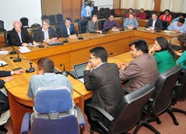A meeting with Information and Communications Minister Minendra Rijal, left, to discuss media policy. (Shaligram Tiwari/FNJ)